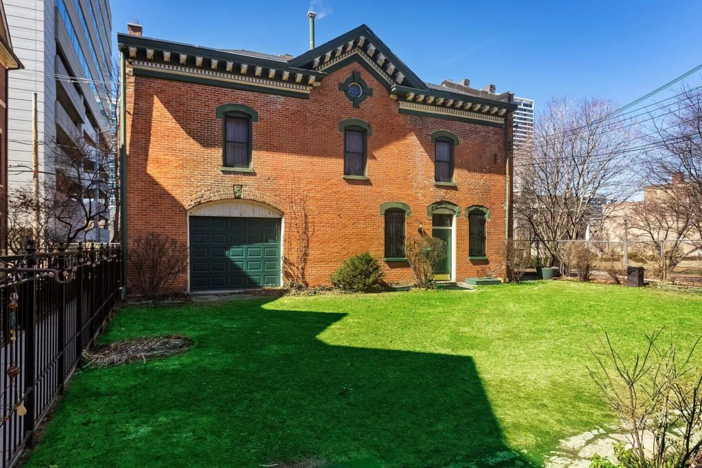 Chicago buyers guide to ADU and coach houses